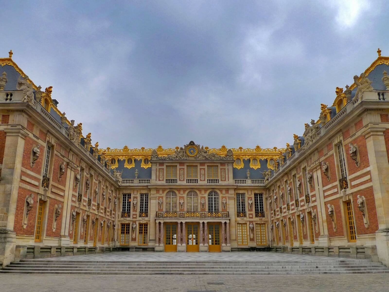 Versailles Château courtyard; day trip to versailles from paris