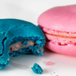 beautiful blue and pink macarons: Chocolate and Macarons episode