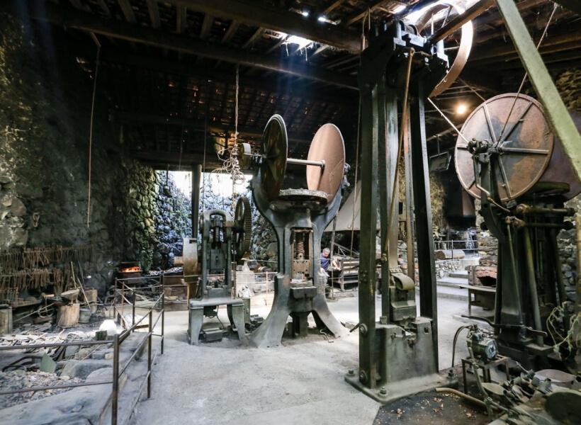 inside the forges de Pyrènes: foix and niaux episode