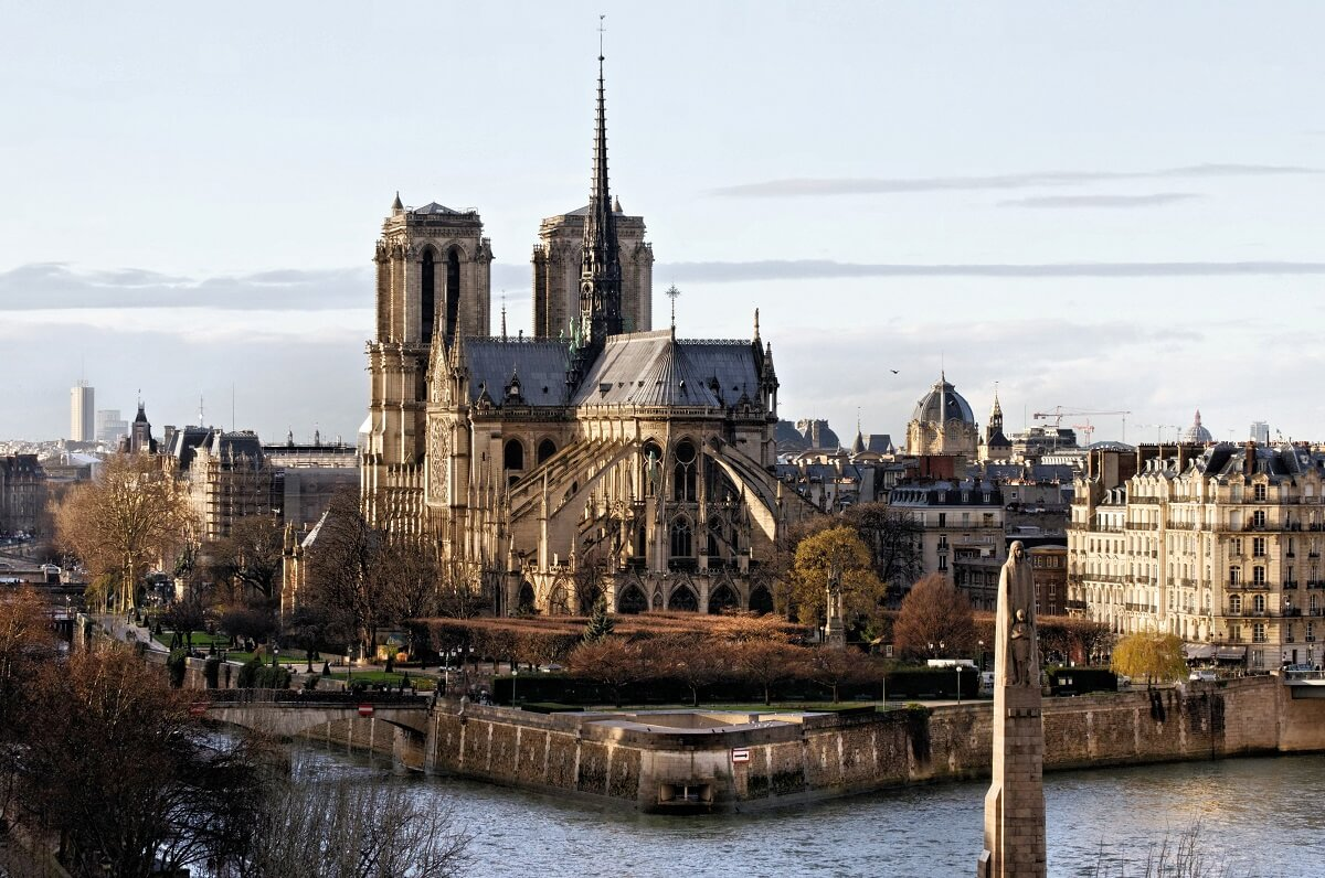 Seine River and Notre Dame seen from the back; layover in paris on your own