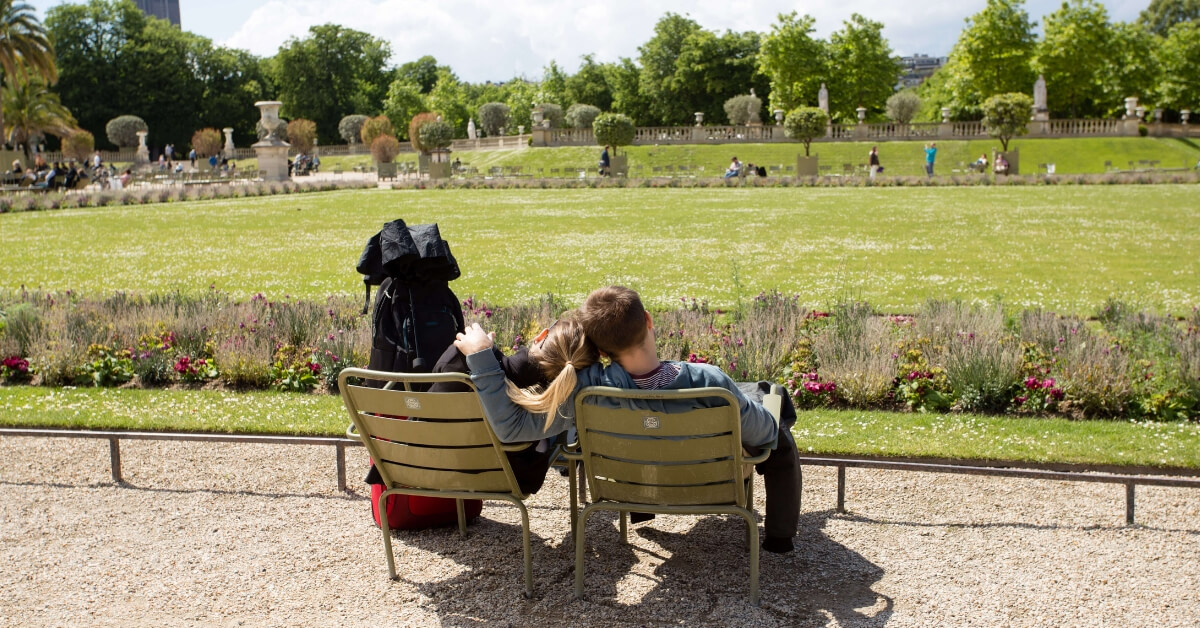 Couple hanging out at the Luxembourg Gardens: paris trip report episode