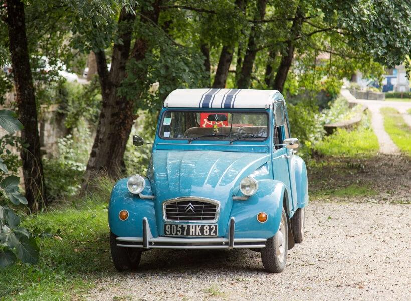 2 CV Citroen car in Saint Antonin Noble Val