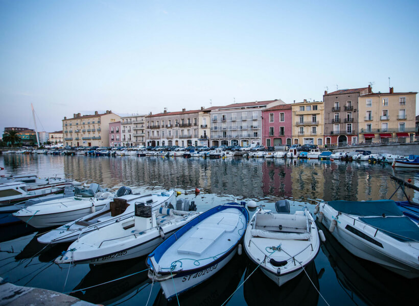 Canal with boats and beautiful homes: the best of Sète episode