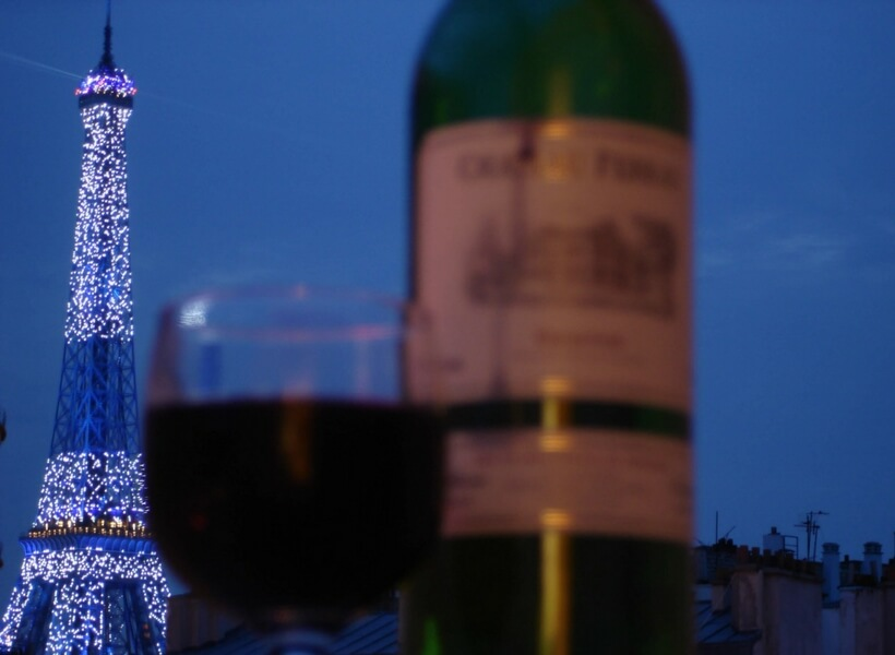 eiffel tower and wine bottle: wine museum in Paris