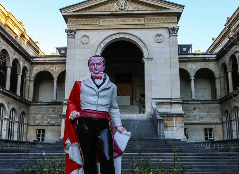 statue of french surgeon Guillaume Dupuytren at the Hotel Dieu hospital in Paris: seeing Doctors in France episode
