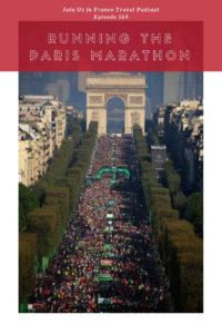 crowd of runners at the paris marathon between the arc de triomphe and place de la concorde