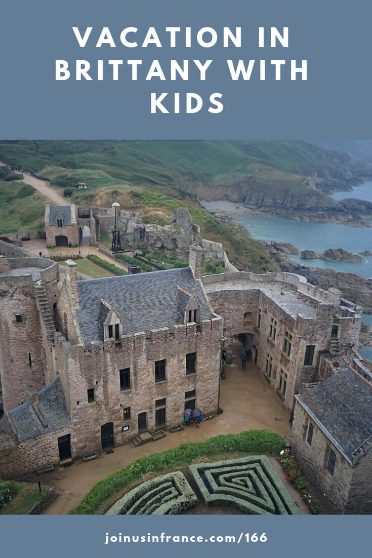 Looking for attractions in France for active kids? Have the spirit of adventure but you also love historical villages and fairy-tale châteaux? Brittany could be the ticket for you! In this episode of the podcast Matt also tells us about traveling in France with her daughter who has severe food allergies, and about driving in France. #brittany #kidstravel
