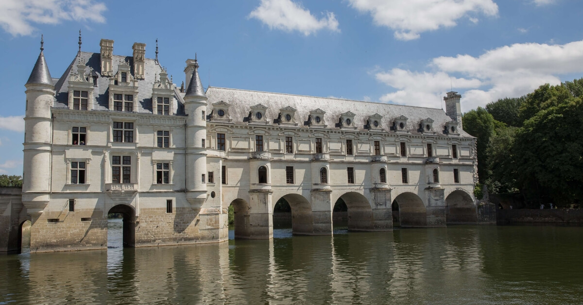 Chenonceau chateau with the river that runs underneath: Chenonceau and Cheverny Episode