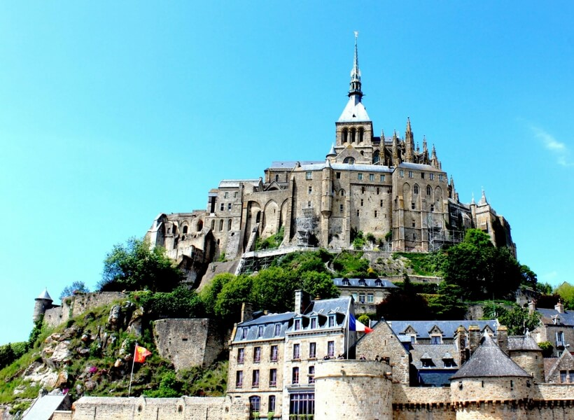 train in france; is it possible to visit the mont saint michel as a day trip from paris