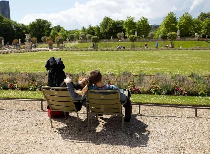Couple sitting in chairs at the Luxembourg Gardens