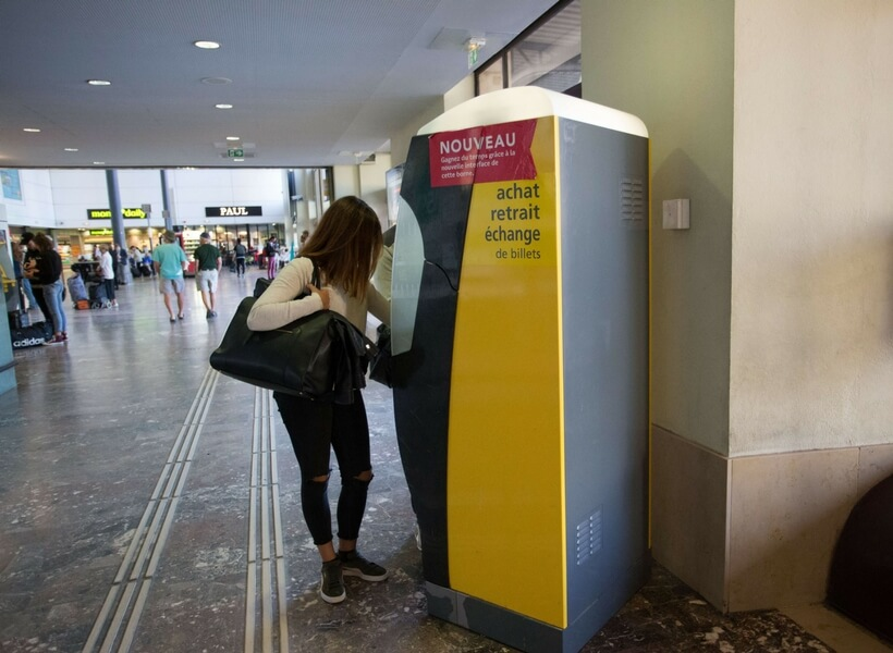 SNCF ticket machine; is it possible to visit the mont saint michel as a day trip from paris