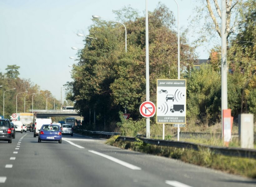 sign that indicates that a speed radar is coming up; is renting a car in france worth the trouble