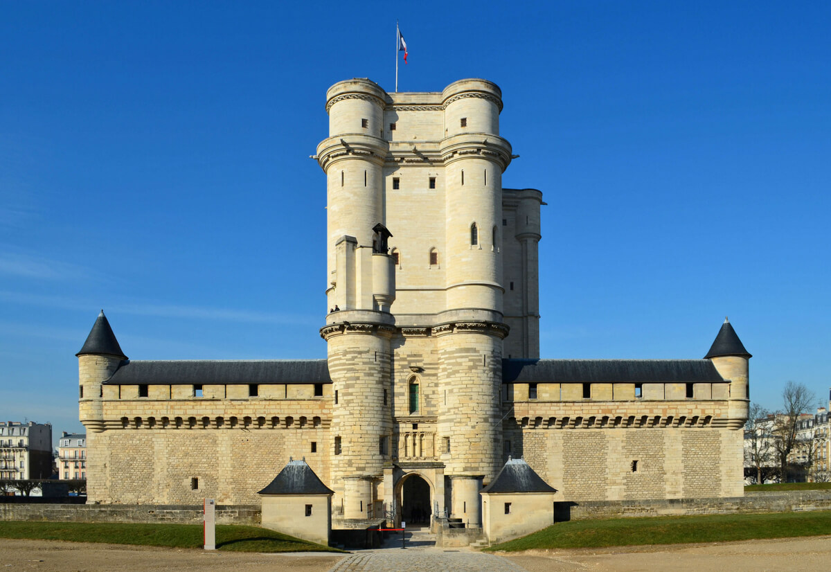 château de vincennes with its prominent dungeon