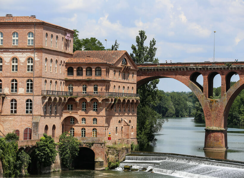 Albi city center: river Tarn and old brick buildings