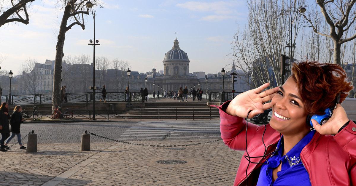 Woman enjoying Île de la cité tour