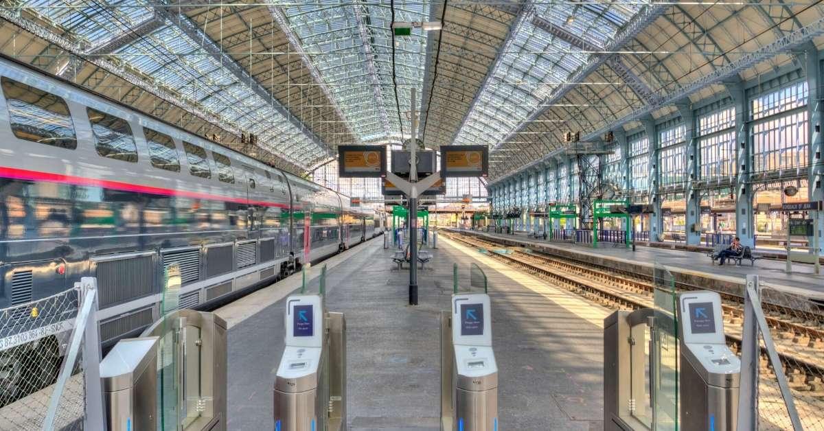 Modern train platfornt: Getting Around France episode