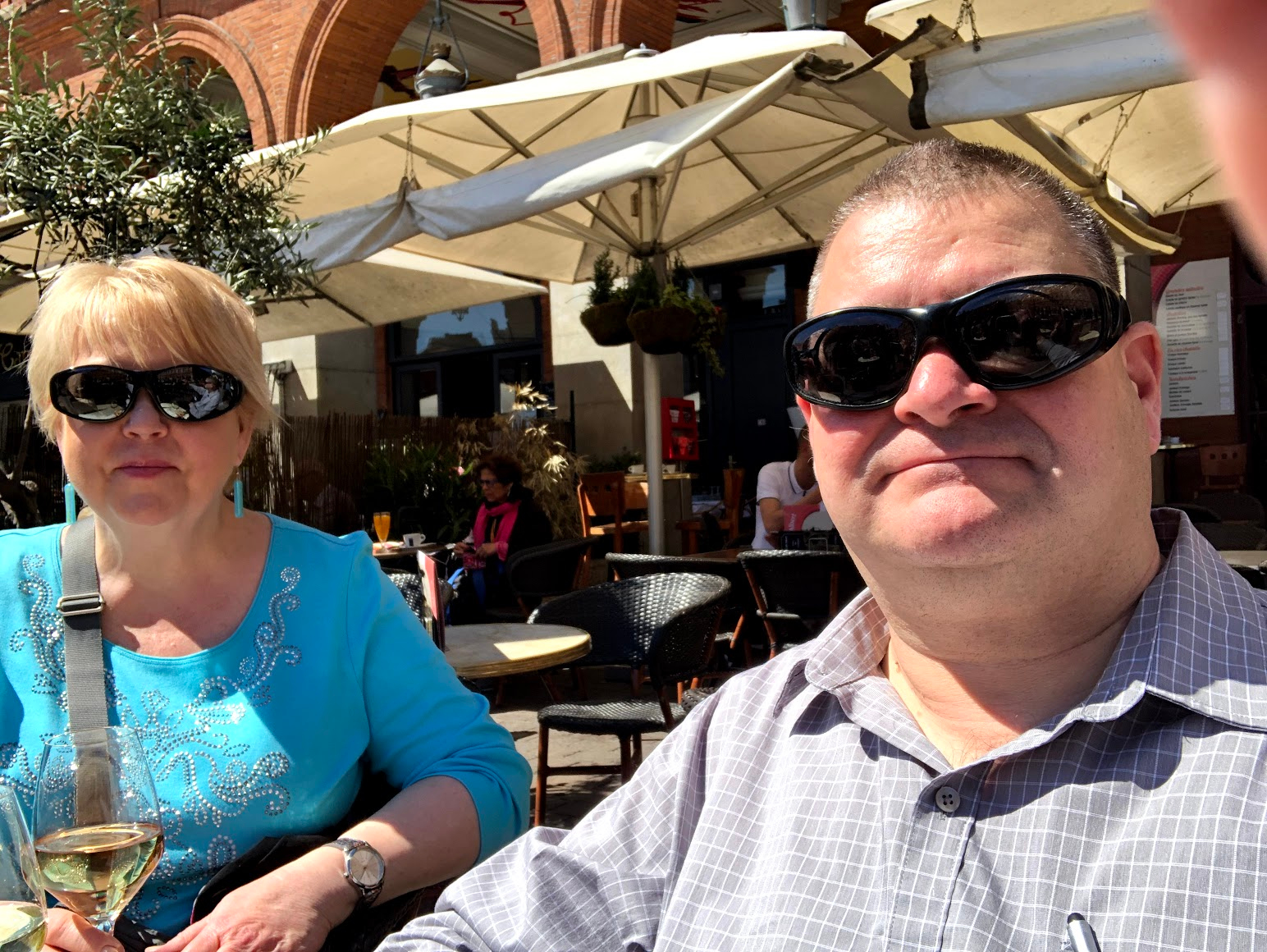 Matthew and his wife Laurie sitting at a café in Toulouse: Toulouse trip report episode