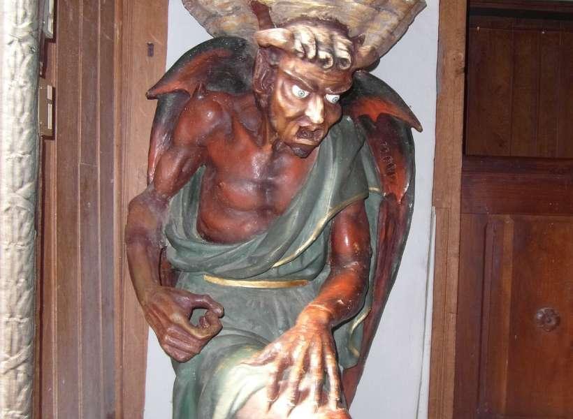 Le diable au bénitier in Rennes le Chateau