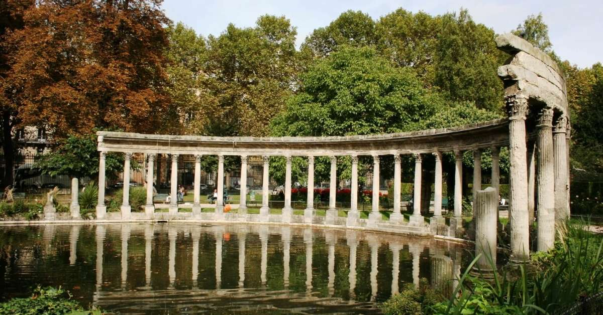 The colonade at Parc Monceau: best parks in and around Paris episode