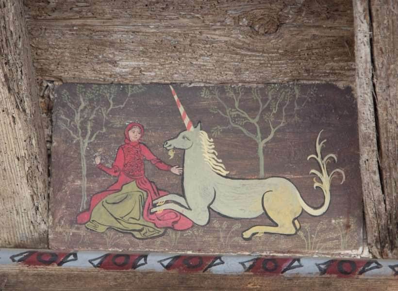Woman and unicorn on wood: Lagrasse and Villerouge-Termenès episode