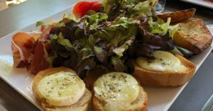 Salad with chèvre toast: Summer Lunches in France episode