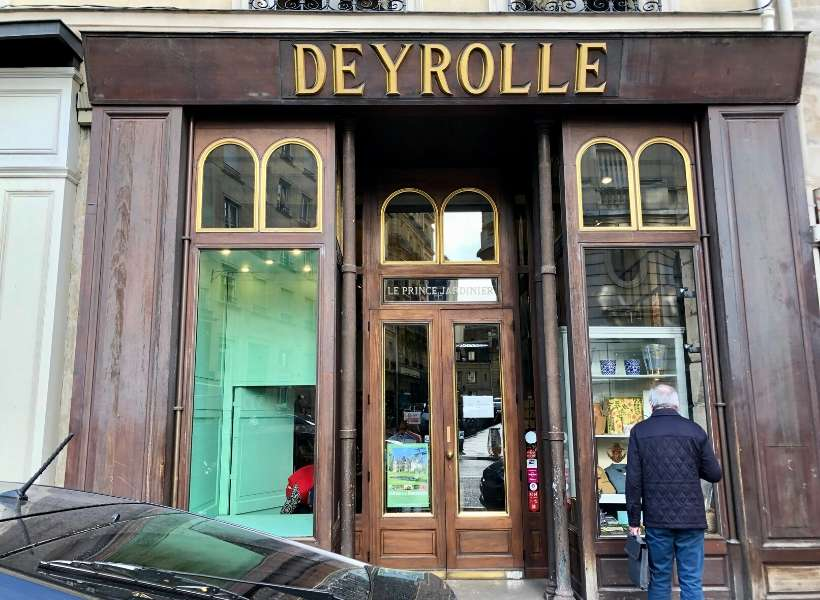 Store-front of Deyrolle: Favorite Shopping Spots in Paris episode