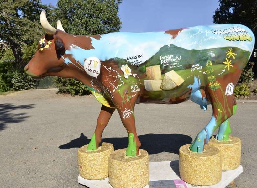 Cow statue: Auvergne Cheese Route episode