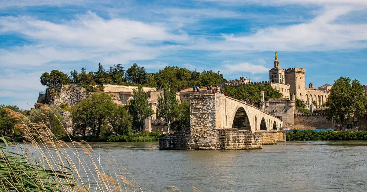 The Avignon bridge and pope's palace