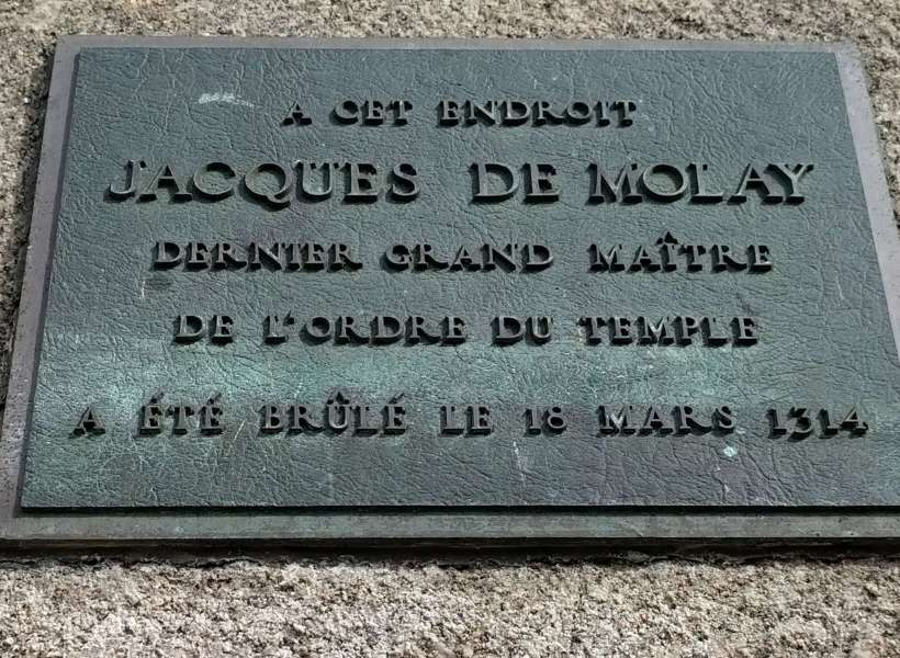Plaque that states that this is the area where Jacques de Molay was burned on March 18, 1314