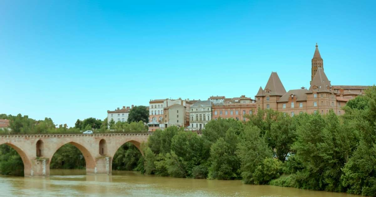 Montauban in Occitanie: view from the river banks
