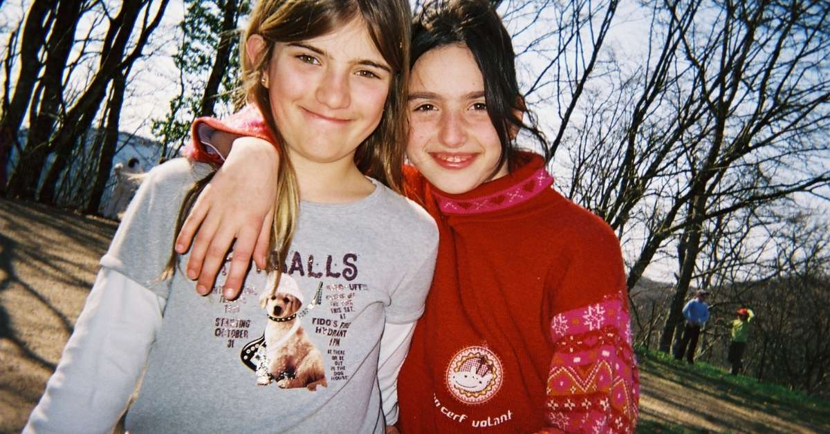 Two girls hanging out in France: Moving to France with Childrend episode